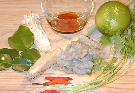 canh-chua-tom-kieu-thai-1